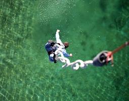 bungee-jumping-munich-citytourcard-munich-river-water-dip-Adrenaline-experience